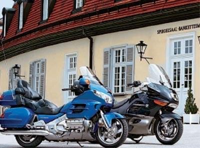 Oba motocykle należą do turystycznej ekstraklasy /Motocykl