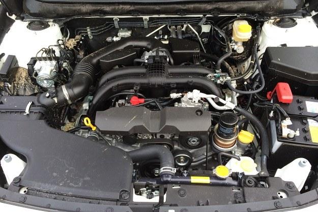 Oba silniki spełniają normę Euro 6, lepiej reagują na gaz i generują mniej wibracji. 2,5-litrowa jednostka benzynowa (na zdjęciu) zapewnia wystarczające osiągi przy rozsądnym zużyciu paliwa. /Motor