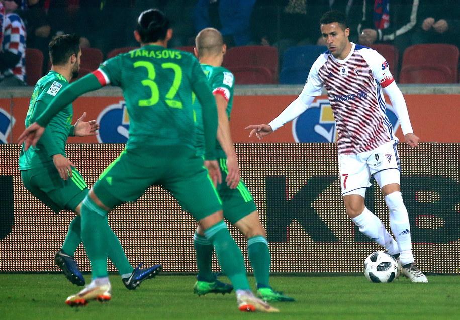 Oba zespoły nie zaprezentowały wysokiej jakości gry / Andrzej Grygiel    /PAP