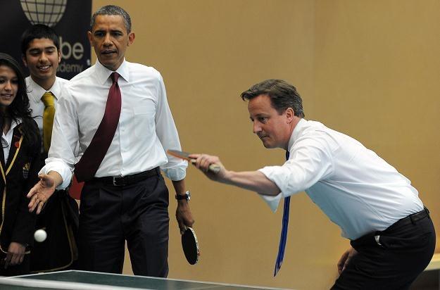 Obama i Cameron zagrali w deblu przeciwko dwóm nastolatkom /AFP