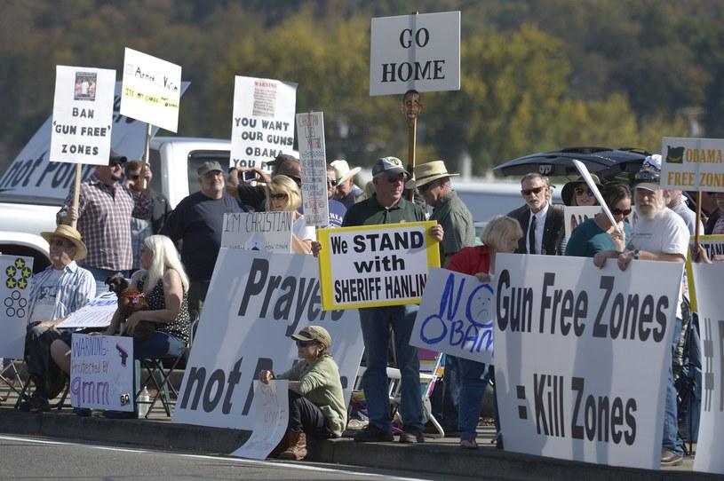 Obama powitany przez protest zwolenników prawa do posiadania broni /AFP