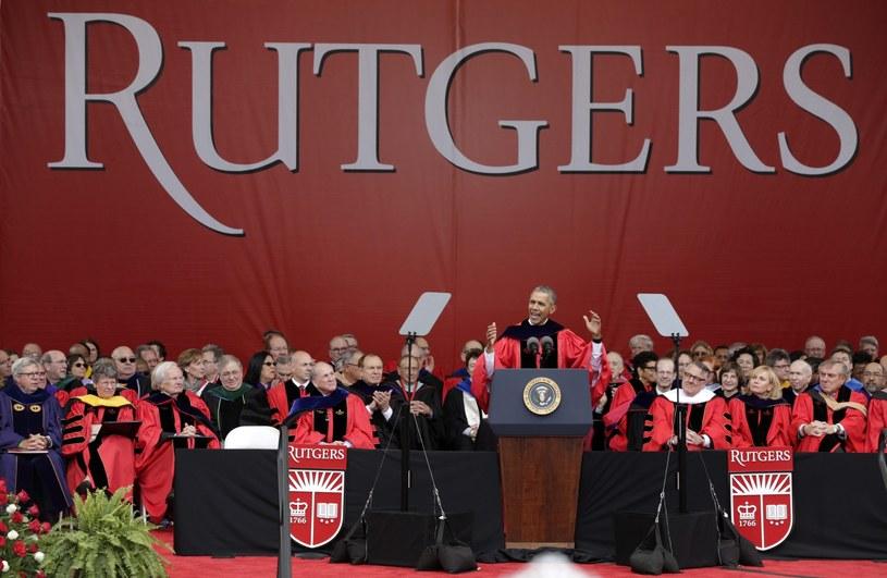 Obama przemawiał do ok. 12 tys. absolwentów Rutgers University w stanie New Jersey /EPA/JASON SZENES /PAP/EPA