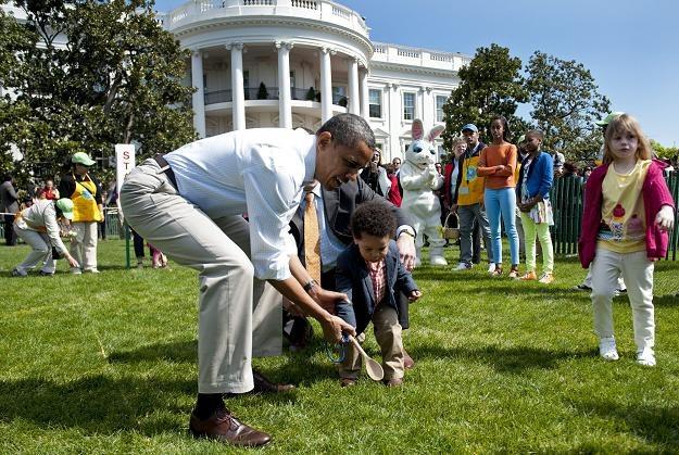 Obama z rodziną na zabawie toczenia jajek w Białym Domu /PAP/EPA