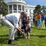 Obama z rodziną na zabawie toczenia jajek w Białym Domu