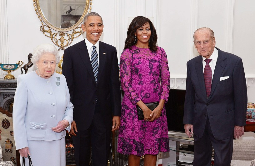 Obamowie przyjęci przez Elżbietę II na zamku w Windsorze /AFP