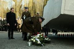 Obchody 2. rocznicy katastrofy smoleńskiej na Powązkach