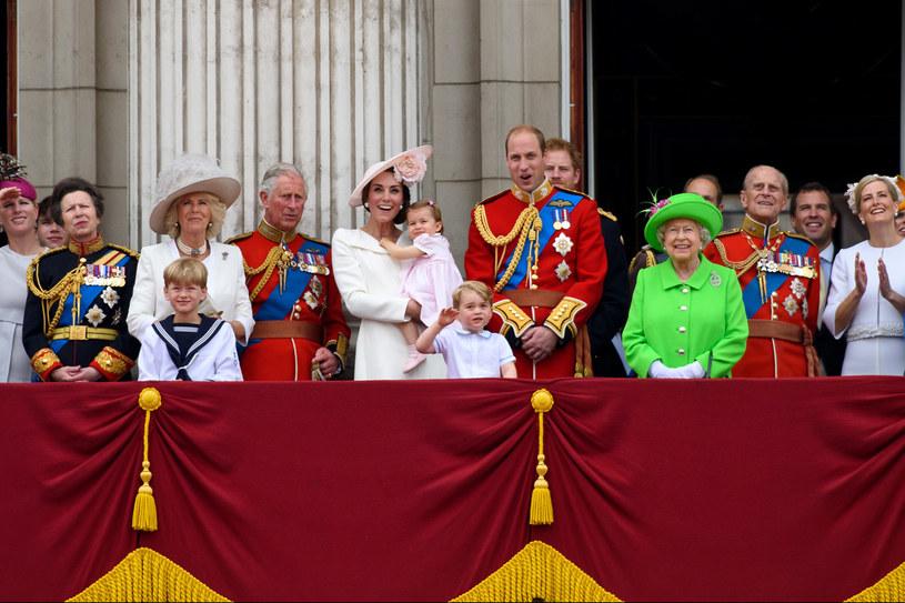 Obchody 90. urodzin królowej Elżbiety II. Księżna Kate z mężem Williamem i dziećmi na balkonie pałacu Buckingham /Getty Images