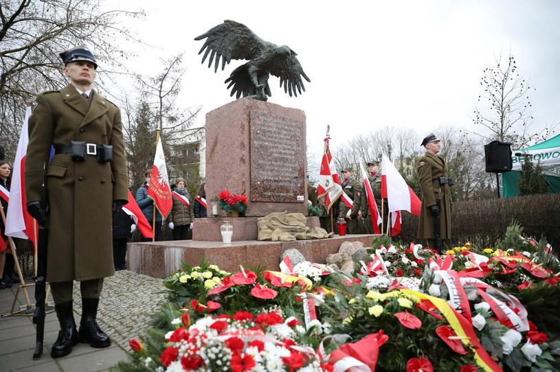 Obchody Narodowego Dnia Pamięci Żołnierzy Wyklętych przed pomnikiem Żołnierzy Wyklętych w Warszawie / Leszek Szymański    /PAP