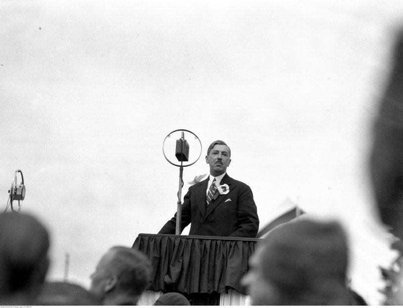 Obchody Święta Morza w Gdyni w 1932 roku. Eugeniusz Kwiatkowski podczas przemówienia /Z archiwum Narodowego Archiwum Cyfrowego