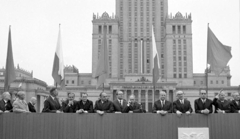 Obchody Święta Pracy w 1968 r. Na zdjęciu widzimy wierchuszkę ówczesnych władz /Wojtek Laski /East News