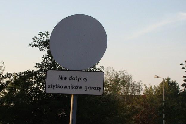 Obcym wjazd wzbroniony /poboczem.pl