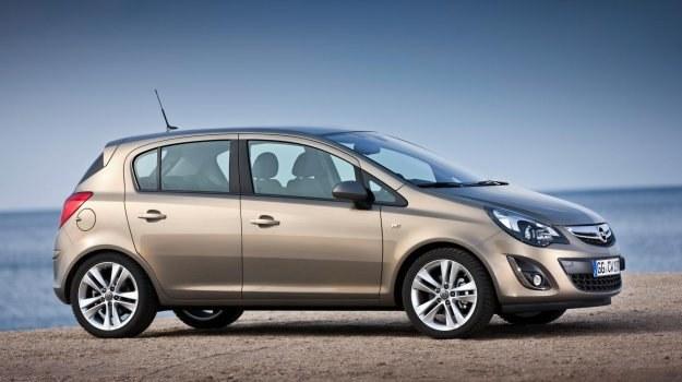 Obecna Corsa pojawiła się w 2006 roku, a w 2010 i 2011 była modernizowana. /Opel