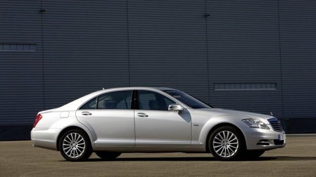 Obecna generacja klasy S (W221) zadebiutowała w 2005 roku. /Mercedes
