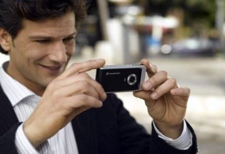 Obecne na rynku telefony są często lepsze od mających kilka lat aparatów fotograficznych. I mniejsze /materiały prasowe