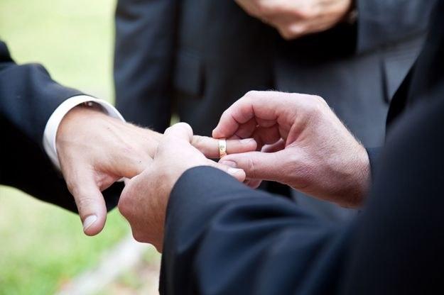 Obecnie 17 z 50 stanów USA oraz stołeczny okręg Columbia zezwala na zawieranie małżeństw osób tej samej płci. /123RF/PICSEL