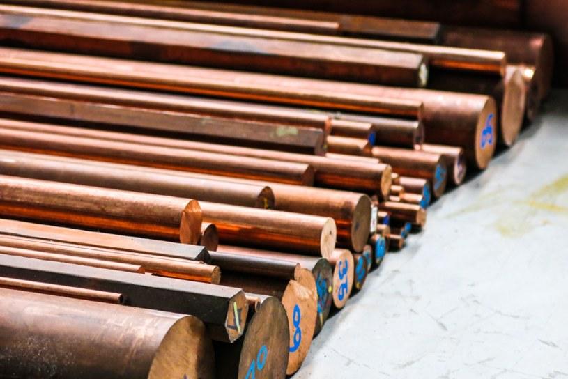 Obecnie ceny metalu zmierzają w kierunku najwyższych poziomów od ponad dwóch lat. /123RF/PICSEL