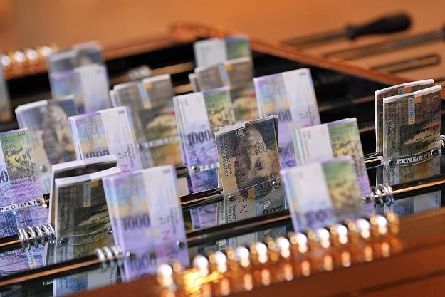 Obecnie kurs franka jest przewartościowany nawet o 40 proc. /AFP