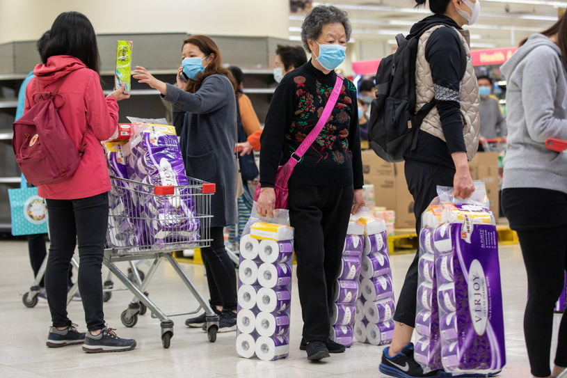 Obecnie ogólna liczna osób zakażonych w Chinach wynosi 31 161 /JEROME FAVRE /PAP/EPA