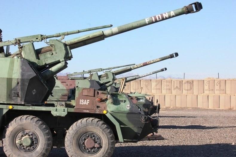Obecnie polskie kontyngenty wojskowe są wyposażone w stare armatohaubice Dana /Polska Zbrojna