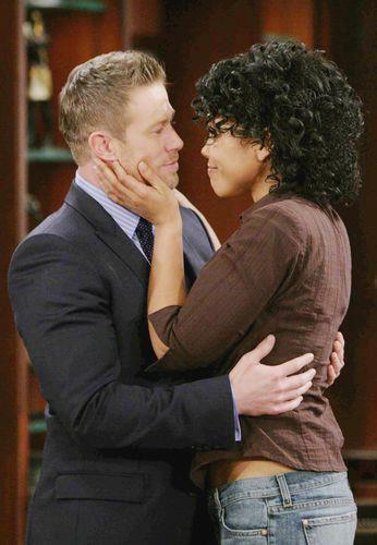 Obecnie serialowa Maya spotyka się z Rickiem, synem Brooke. Jak on zareaguje, gdy pozna prawdę na temat przeszłości swojej ukochanej? /materiały prasowe