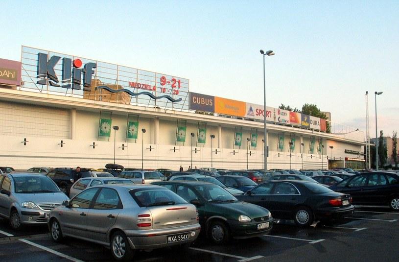 Obecnie znalezienia miejsca na parkingu nie gwarantuje, że będziemy w stanie wyjść z samochodu /Lech Gawuc /Reporter