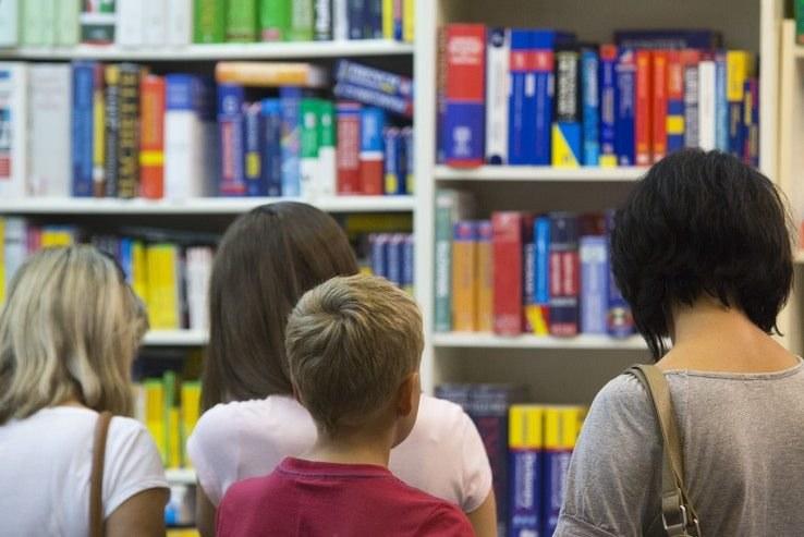 Obecny system dotyczący podręczników szkolnych się nie sprawdza /Andrzej Hulimka  /Reporter