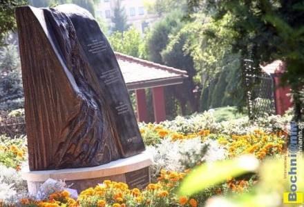 Obelisk ku czci ofiar pogromu w gettcie bocheńskim, odsłonięty we wrześniu 2006 r. przy ul. Niecałej /Bochnianin
