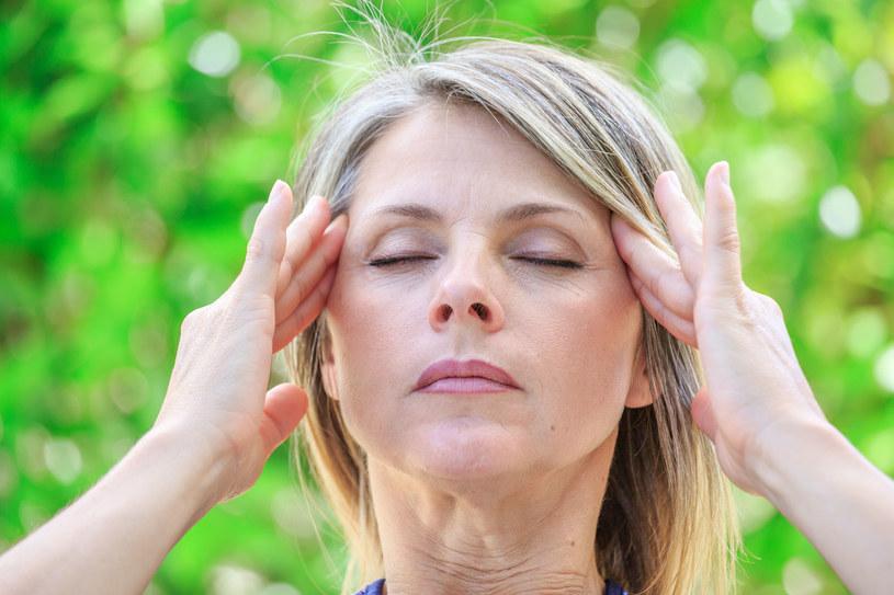 Obfite miesiączki też mogą być przyczyną zawrotów głowy /East News
