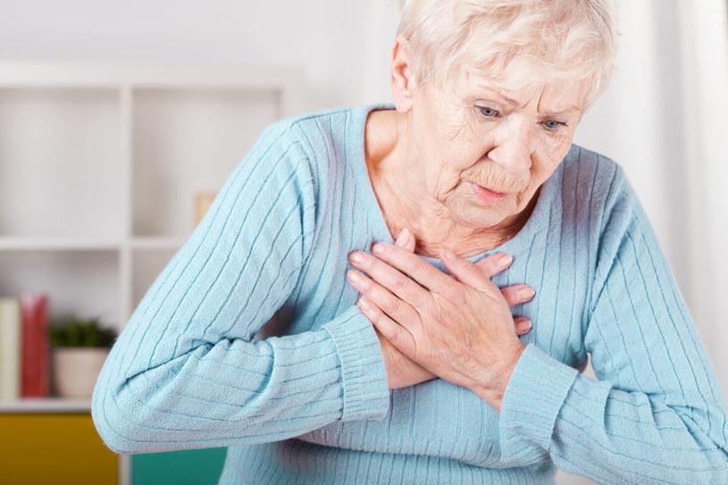 Obfity pot jest jednym z objawów zawału serca /123RF/PICSEL