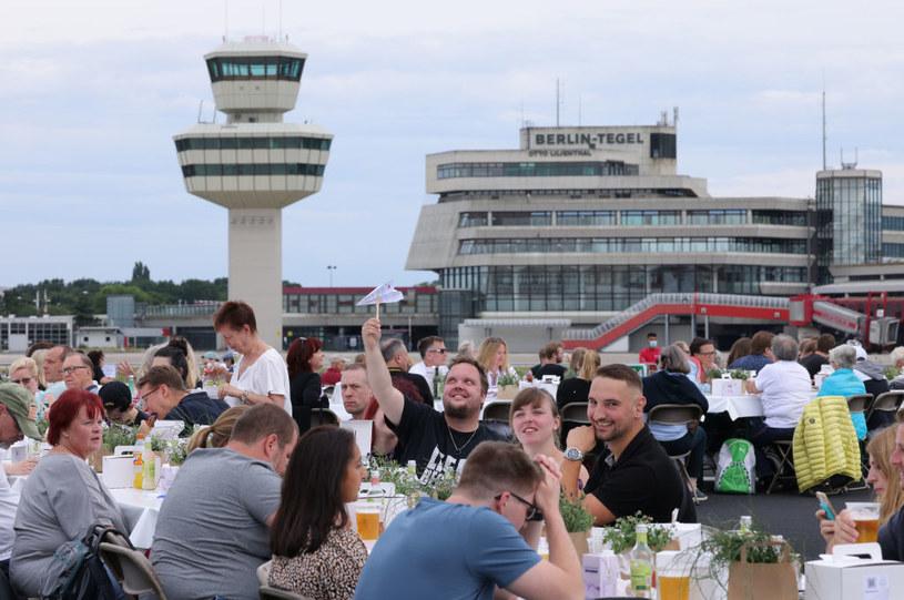 """""""Obiad wolności"""" w Berlinie. Tak mieszkańcy świętują wychodzenie z lockdownu /Sean Gallup /Getty Images"""