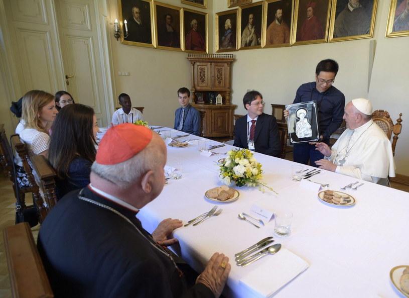 Obiad z papieżem w Pałacu Arcybiskupim /PAP/EPA