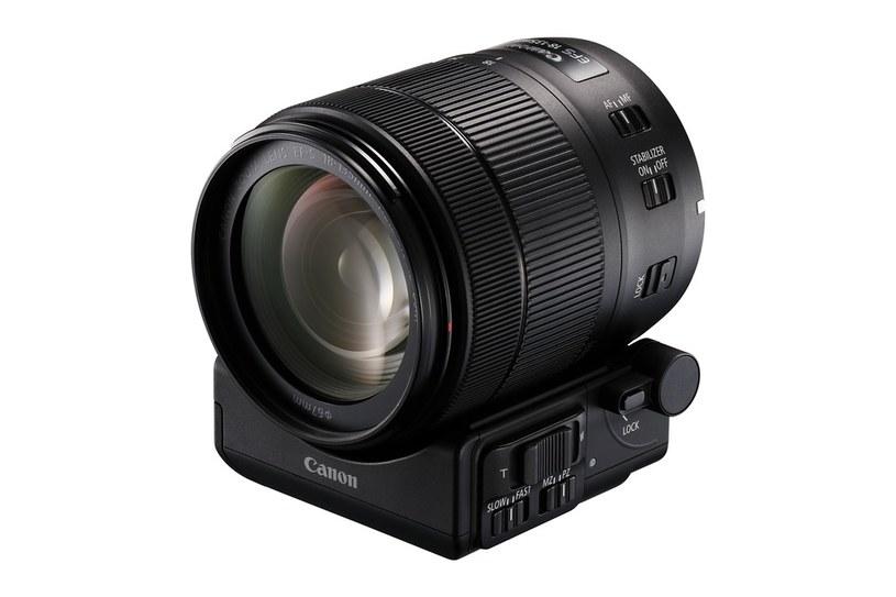 Obiektyw EF-S 18-135mm f/3,5-5,6 IS USM i Power Zoom Adapter PZ-E1 /materiały prasowe