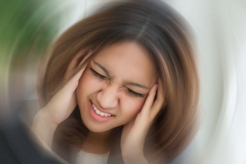 Objaw migreny /©123RF/PICSEL