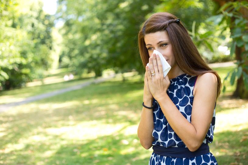 Objawy alergii to m.in. katar; zdjęcie ilustracyjne /123RF/PICSEL