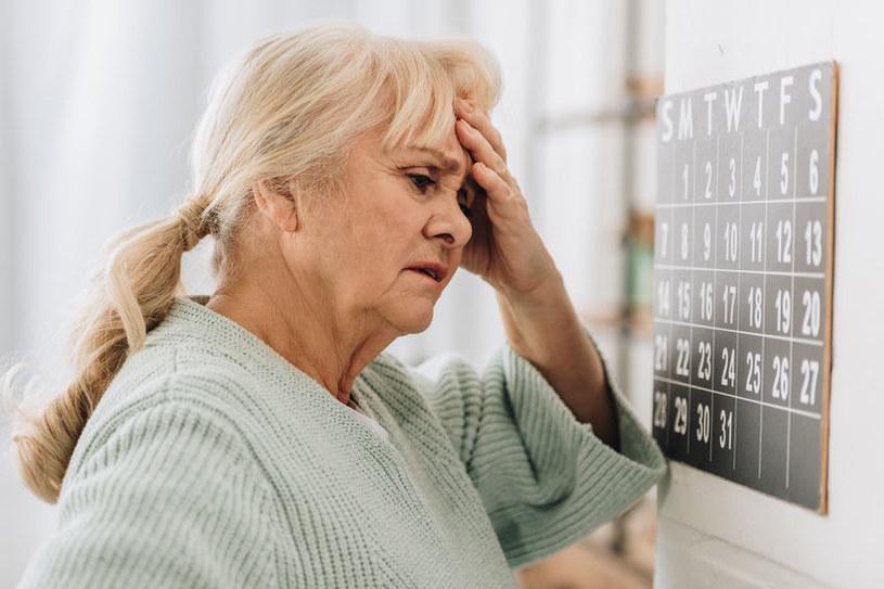 Objawy encefalopatii nadciśnieniowej przypominają udar mózgu /123RF/PICSEL