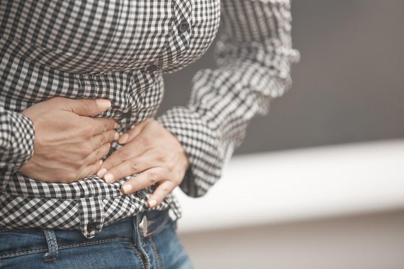 Objawy jelitowe zaostrzają się również wskutek stresu, zadbaj więc o relaks /123RF/PICSEL