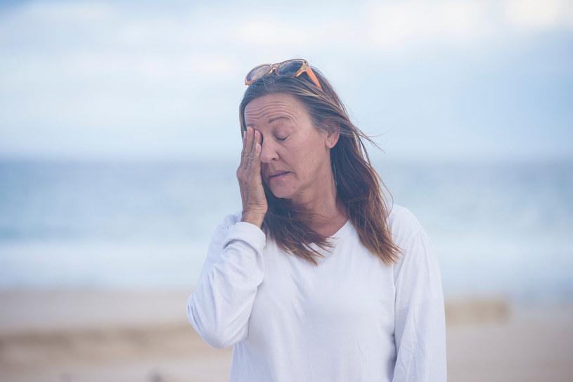 Objawy menopauzy mogą wpłynąć także na zdrowie psychiczne kobiet /123RF/PICSEL