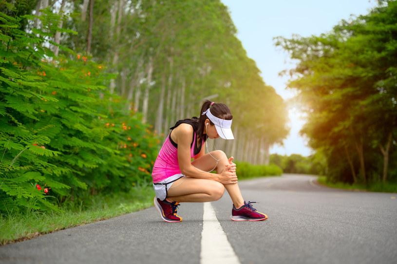 Objawy naciągniętego mięśnia to: ból, opuchlizna i siniaki /123RF/PICSEL