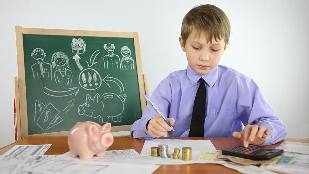 Obligacje emitowane wyłącznie dla beneficjentów 500 + nie zachęcą do oszczędzania /©123RF/PICSEL