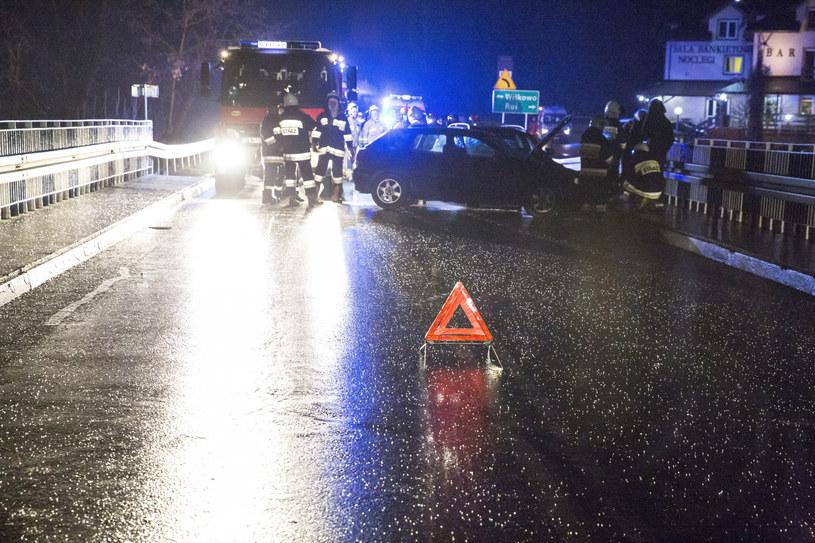 Oblodzenia na drogach mogą być śmiertelnie niebezpieczne; zdj. ilustracyjne /Marek Maliszewski  /Reporter