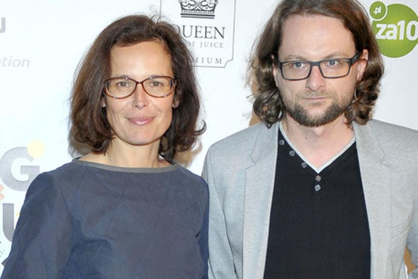 Oboje są pisarzami. Właśnie wydali swoje książki... Czy kryzys pomógł im w promocj? /Kurnikowski /AKPA