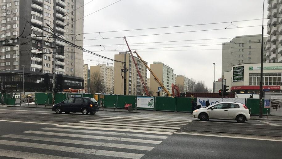 Obok budowy metra pękają ściany kamienicy /Michał Dobrołowcz /RMF FM