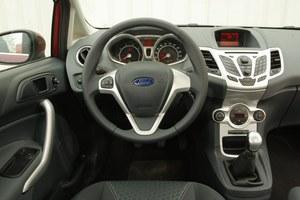 Obok prezentowanej na zdjęciu, czarnej deski rozdzielczej dostępne są także inne wersje kolorystyczne, np. niebieska lub czerwona. /Motor