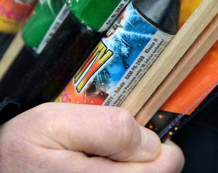 Obowiązuje zakaz sprzedaży materiałów pirotechnicznych osobom poniżej 18. roku życia /CAROLINE SEIDEL   /PAP/EPA