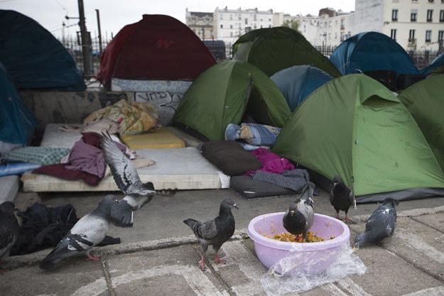 Oboz imigrantów w pobliżu bulwaru La Chapelle w Paryżu /JOEL SAGET /AFP
