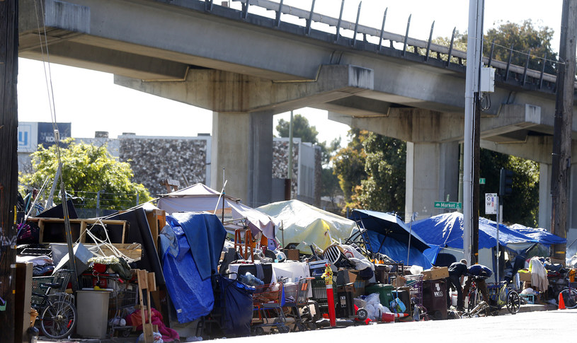 Obozowisko bezdomnych w Oakland /Getty Images