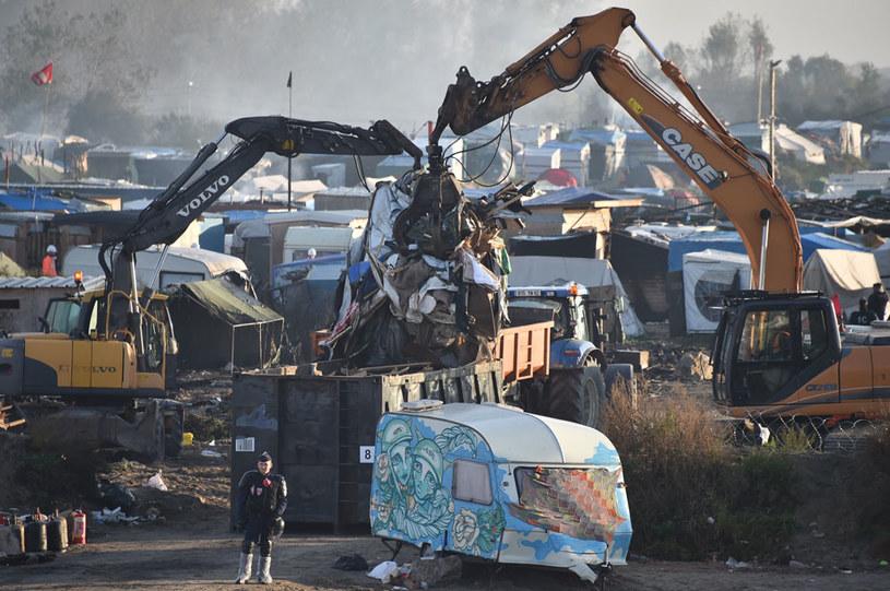 Obozowisko ma być oczyszczone z pozostałych schronień i pozostałości po namiotach do poniedziałku /AFP
