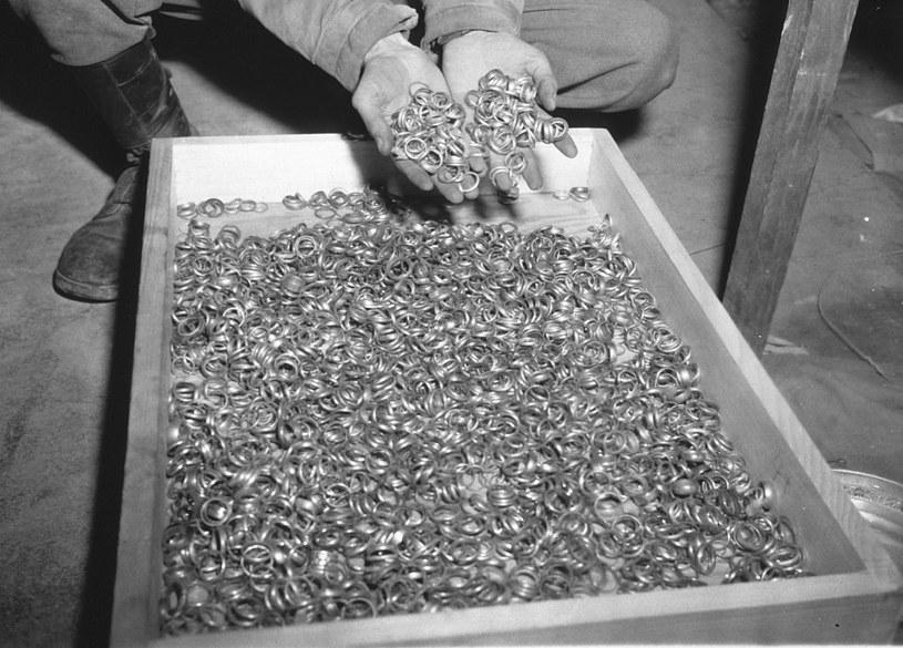 Obrączki skradzione ofiarom wojny przez nazistów /Getty Images