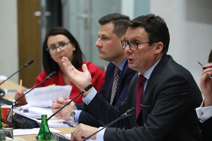 Obradom przewodniczy Marek Ast z PiS / Tomasz Gzell    /PAP