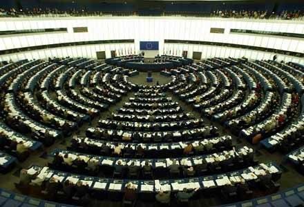 Obrady Europarlamentu nie cieszą się zbytnim zainteresowaniem internautów... /AFP